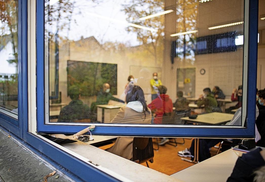 Ob Lüften plus Maskentragen in Klassen...nderatsitzung ausführlich diskutiert.     Foto: Guido Kirchner (dpa)