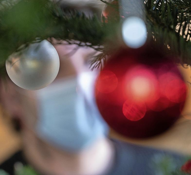 Corona hat die Adventszeit im Griff &#... kündigt die Regierung Lockerungen an.  | Foto: Sebastian Gollnow (dpa)
