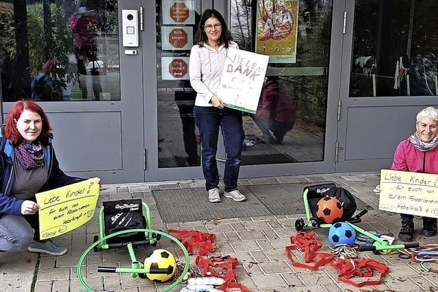 Garten und Spielgeräte für die Schule