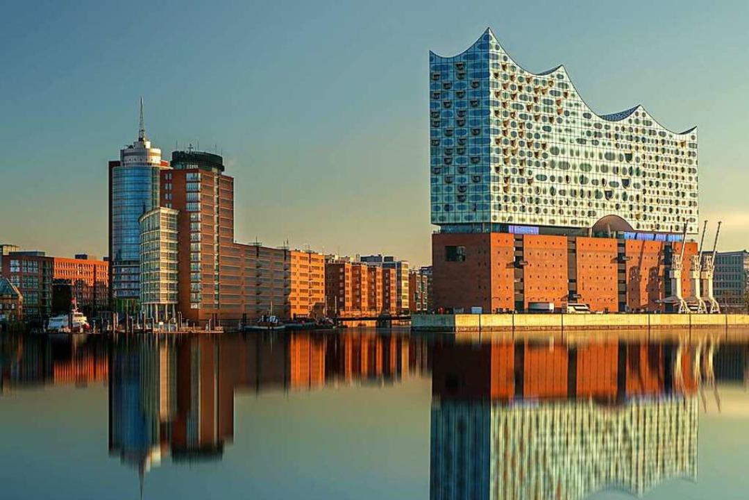 Vielleicht das inzwischen meistfotogra...uwerk in Hamburg: Die Elbphilharmonie.    Foto: Daniel Fröhlich  (stock.adobe.com)