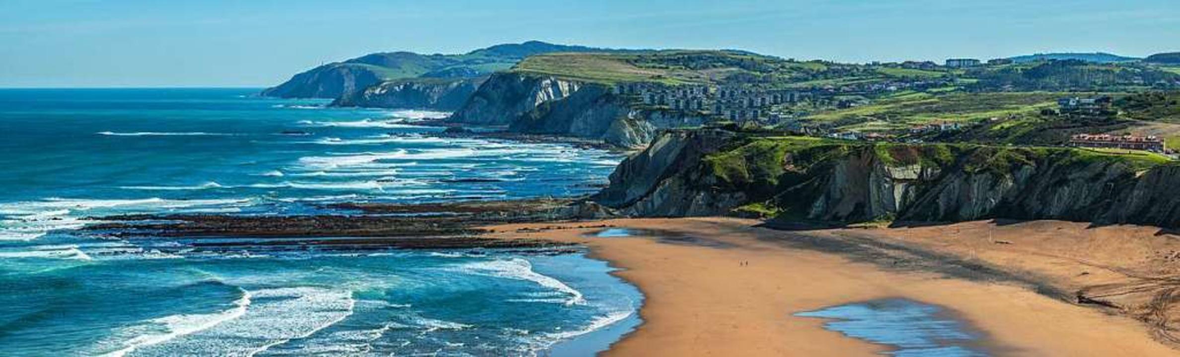 Die schroffe Küste im Baskenland    Foto: David Gonzalez Rebollo stock.adobe.com