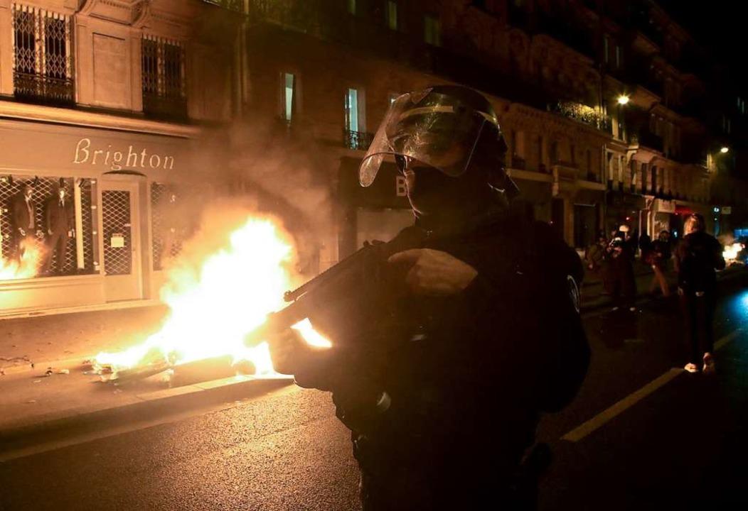 Das aggressive Vorgehen der Pariser Po...r  Empörung in Frankreich beigetragen.  | Foto: Michel Euler (dpa)