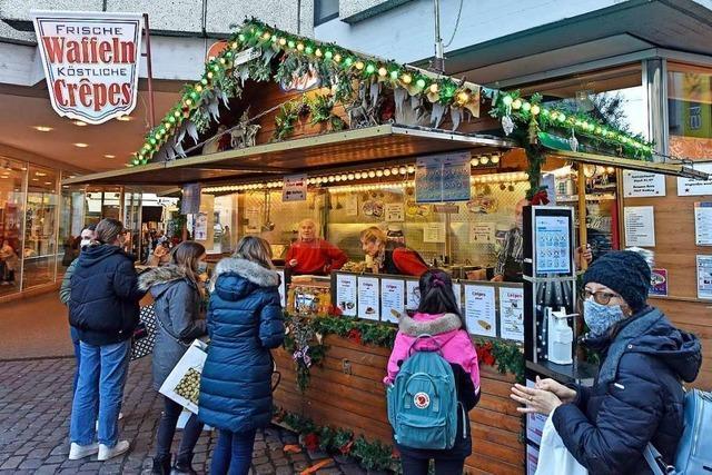 Ein kleines bisschen Weihnachtsmarkt: In der Innenstadt stehen jetzt Buden