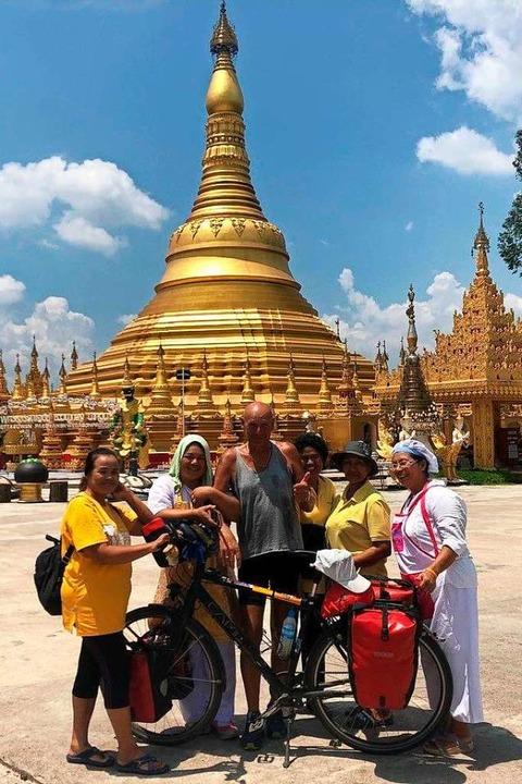 Mit dem Fahrrad in einer Tempelanlage  | Foto: Manfred Tritschler