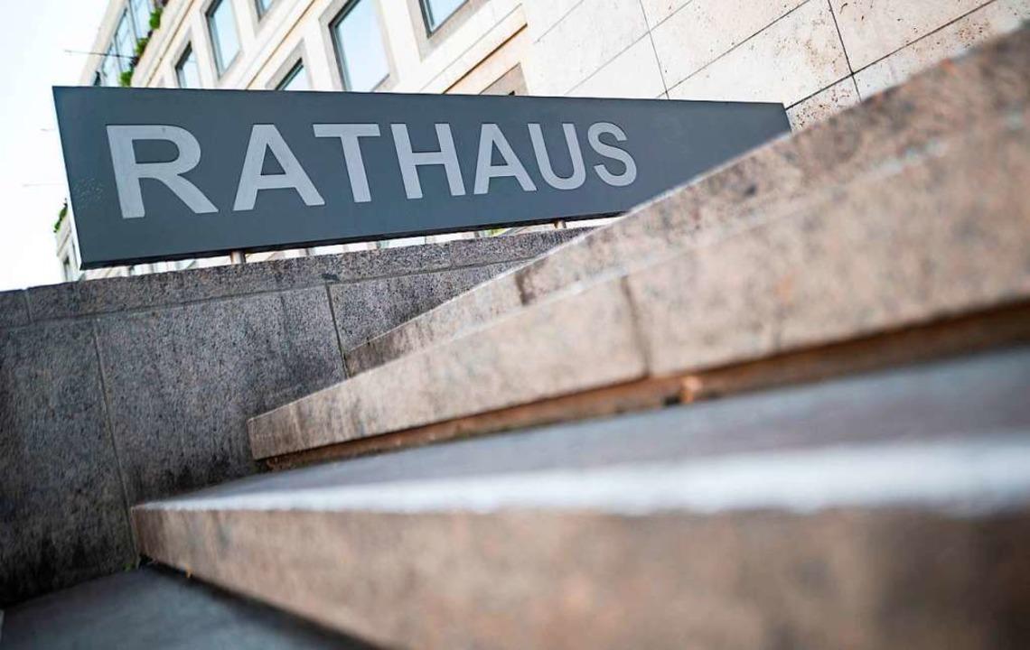 Wer erklimmt die Stufen ins Stuttgarter Rathaus?    Foto: Edith Geuppert (dpa)