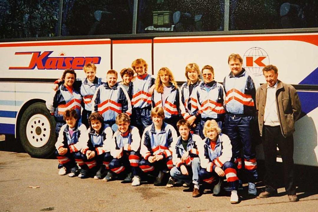 Das Binzener Bundesliga-Team von 1990 ...r in der hinteren Reihe (2. von links)  | Foto: Privat