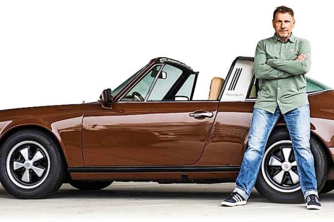 Markenzeichen Porsche 911: Schauspiele... Ermittler Thorsten Lannert den Oldie.    Foto: Juergen Tap, Hoch Zwei (dpa)