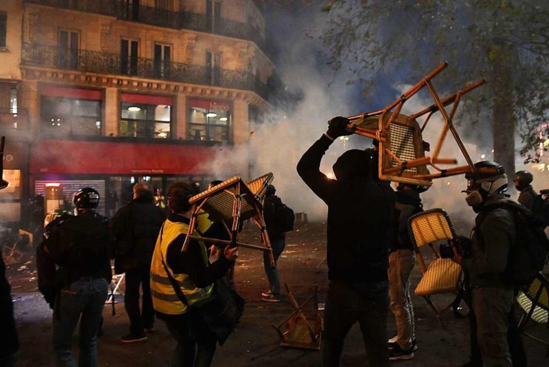 Bei der Demonstration gegen ein umstri...icherheitsgesetz eskalierte die Gewalt    Foto: Alain Jocard (dpa)