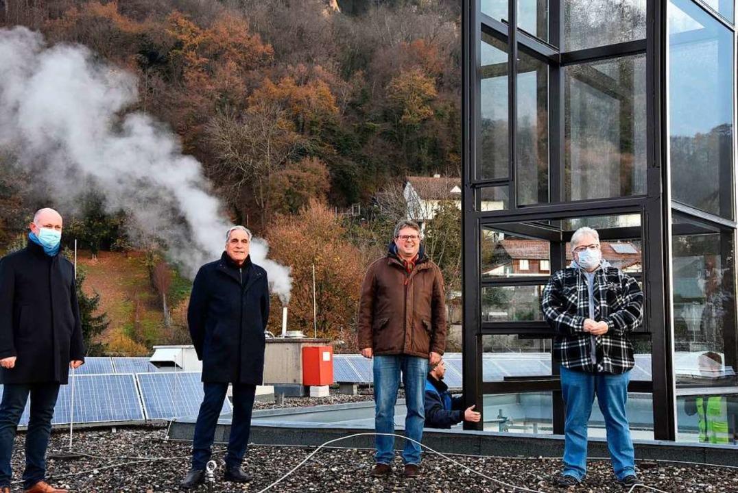 Kritische Beobachter auf dem Dach des ... vom Architekturbüro Vogt (von links).  | Foto: Heinz und Monika Vollmar