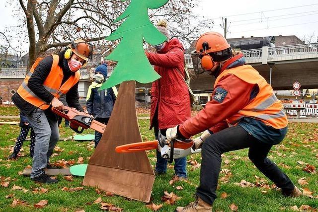 Demo für den Erhalt des Waldes beim Rieselfeld in Freiburg