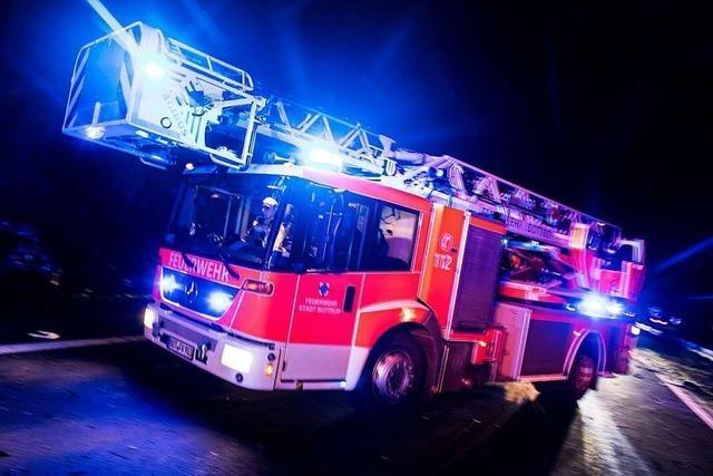 Feuerwehr löscht Brand in einem Hochhaus in Freiburg-Landwasser