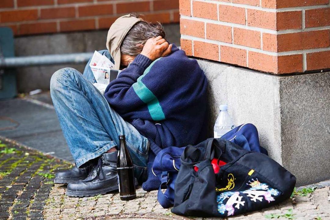 In vielen Städten, wie zum Beispiel hi... München, gibt es obdachlose Menschen.  | Foto: Peter Kneffel (dpa)