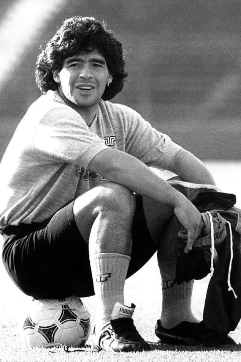 Diego Maradona, 1989 beim Training des... vor dem Finalrückspiel im UEFA-Pokal.  | Foto: Norbert Försterling