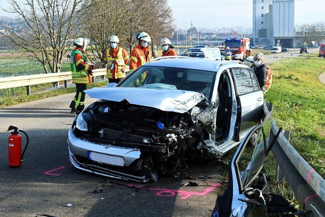 Rettungskräfte an der Unfallstelle  | Foto: Wolfgang Künstle
