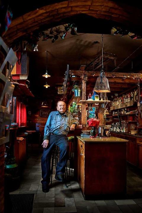 Rudi Kuhni in seinem Wohnzimmer, der M...traums wohnte er noch bis Januar 2020.  | Foto: Felix Groteloh