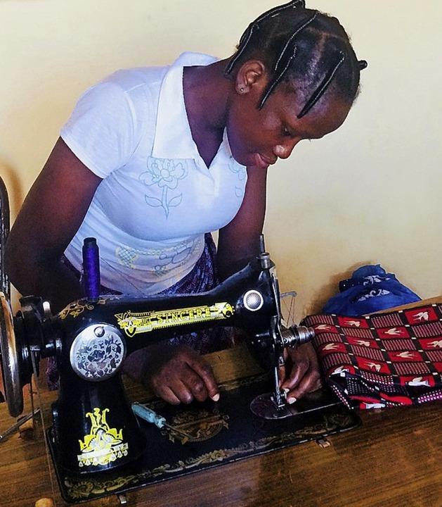 In Burkina Faso unterstützt die Stiftung Brücke Schülerinnen.  | Foto: Georges Bazié