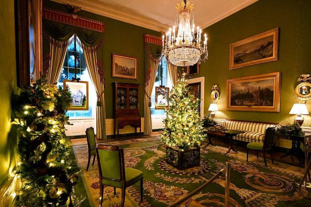 Ein Weihnachtsbaum steht im festlich d...n Raum (Green Room) des Weißen Hauses.  | Foto: Patrick Semansky (dpa)