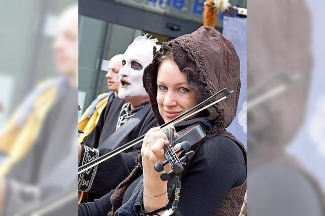 Spielleute protestieren stumm