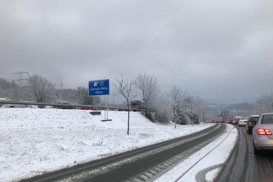 Der Wintereinbruch am 1. Dezember sorg... K6354 in Richtung  Lörrach-Tumringen.  | Foto: Privat