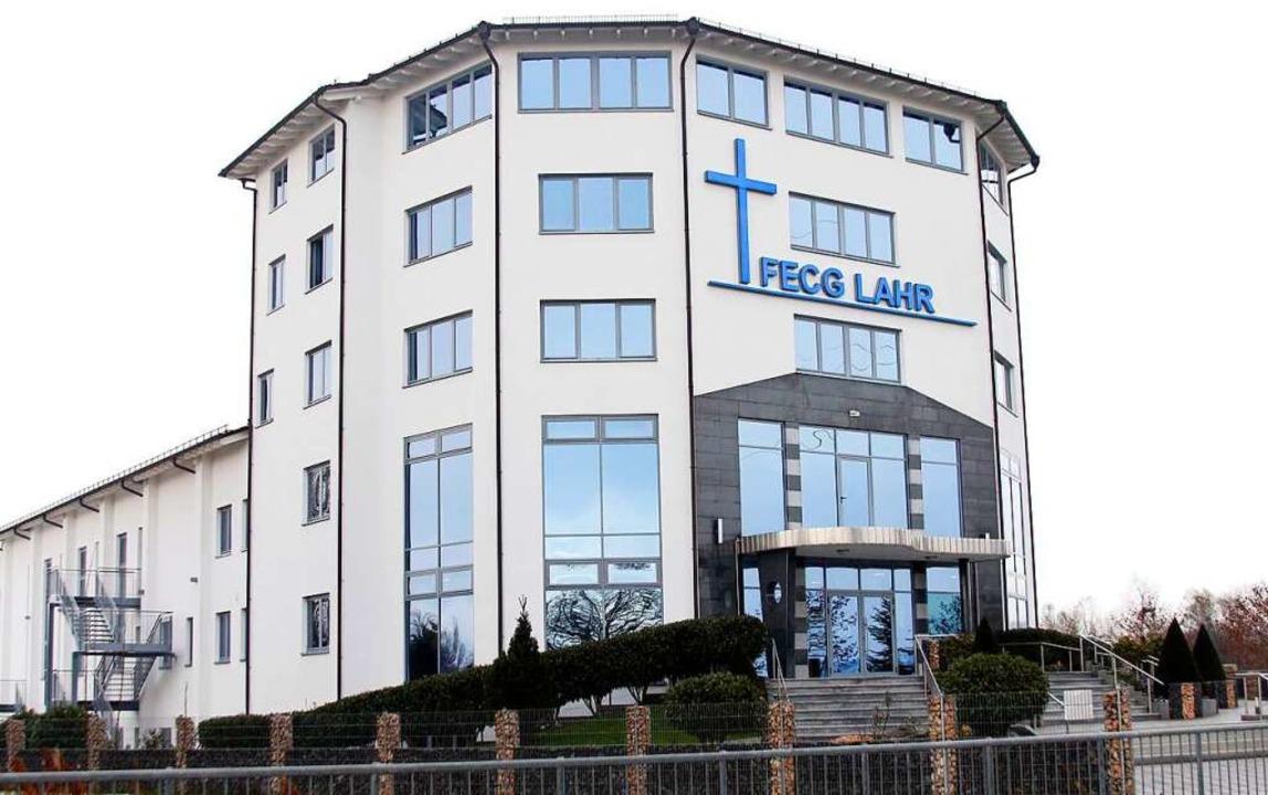 Die Freie Evangeliums Christengemeinde...sich in ihrer Kirche in Langenwinkel.   | Foto: Heidi Fößel