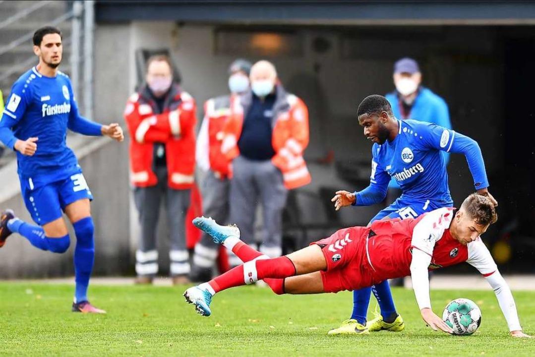 Der Bahlinger SC (in blau) und der SC ...t ihre Spielpause in der Regionalliga.    Foto: Achim Keller