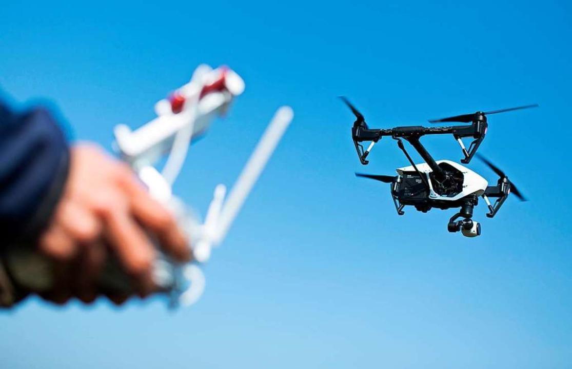 Welche Pflichten gelten beim Betrieb der Drohne?    Foto: Florian Schuh (dpa)