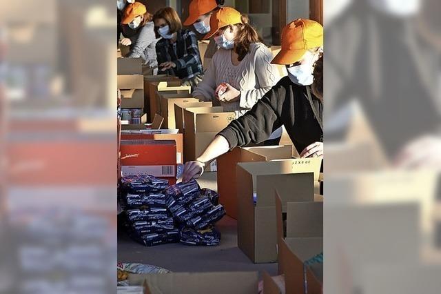 900 Hilfspakete gepackt