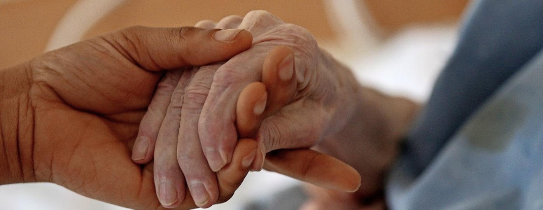 Pflege ist teuer. Wehr investiert in d...ahren Millionen in die Bürgerstiftung.    Foto: Oliver Berg