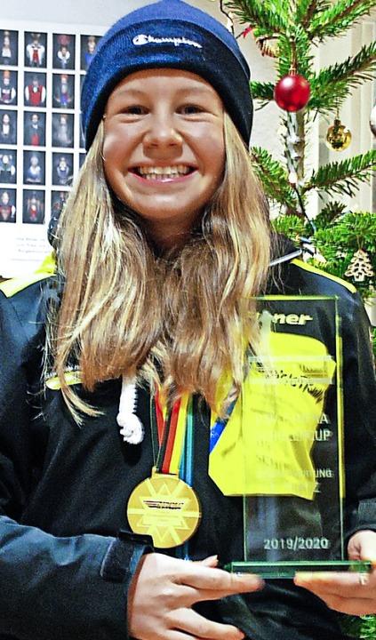 Leonie Maier mit  DM-Medaille und  DSC-Pokal    Foto: Jürgen Ruoff