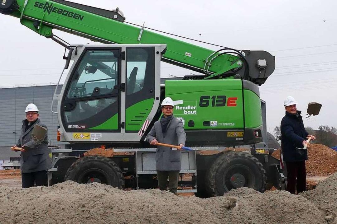 Edeka-Südwest-Chef Rainer  Huber, OB M...r beim Spatenstich für die neue Halle.  | Foto: Valentin Heneka