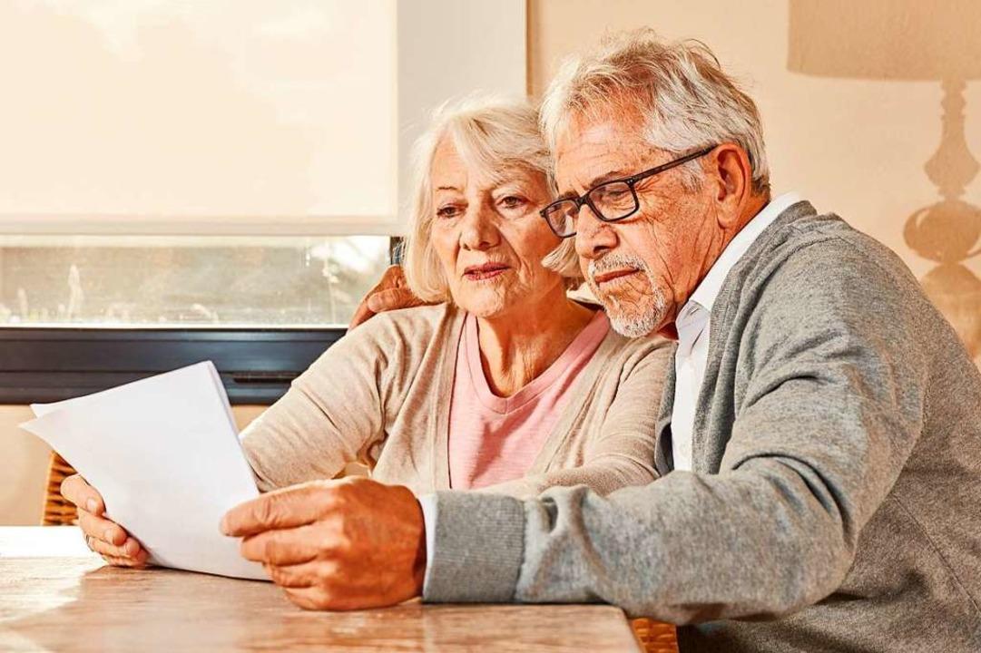 Wenig Grund zur Freude hat, wer das jä...n der Versicherungsgesellschaft liest.    Foto: Robert Kneschke / stock.adobe.com