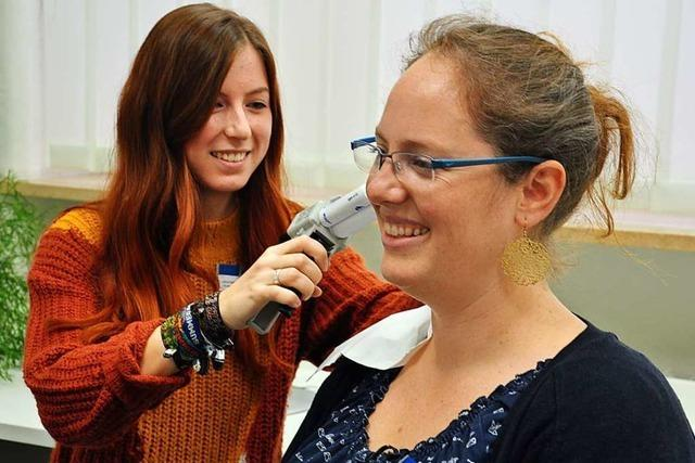 Die Hörakustikerin Michaela Dirscherl hat ihre Ausbildung in Müllheim als Kammersiegerin abgeschlossen