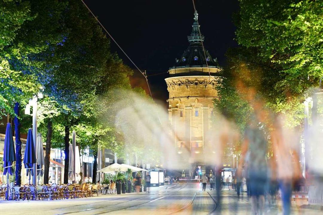 Mannheim bei Nacht  | Foto: Uwe Anspach (dpa)