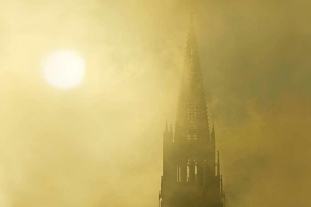 Sonne trifft auf Münster und Nebelvorhang
