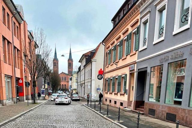 Poller sollen wildes Parken in Schillerstraße in Lahr verhindern