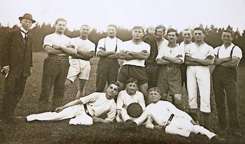 Diese jungen Männer formierten sich 19...ft des damaligen Turnvereins Bonndorf.  | Foto: Martha Weishaar