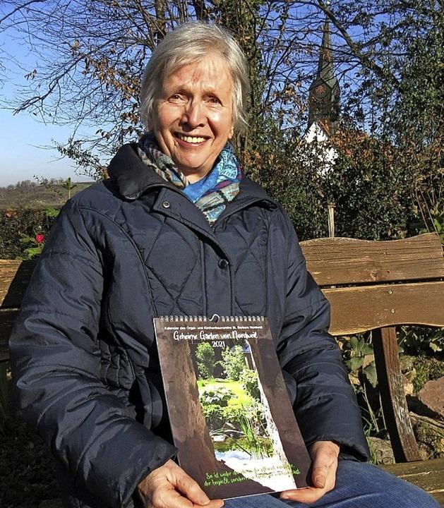 Vorstandsmitglied Franziska Frank mit dem neuen St. Barbarakalender.  | Foto: Reiner Merz