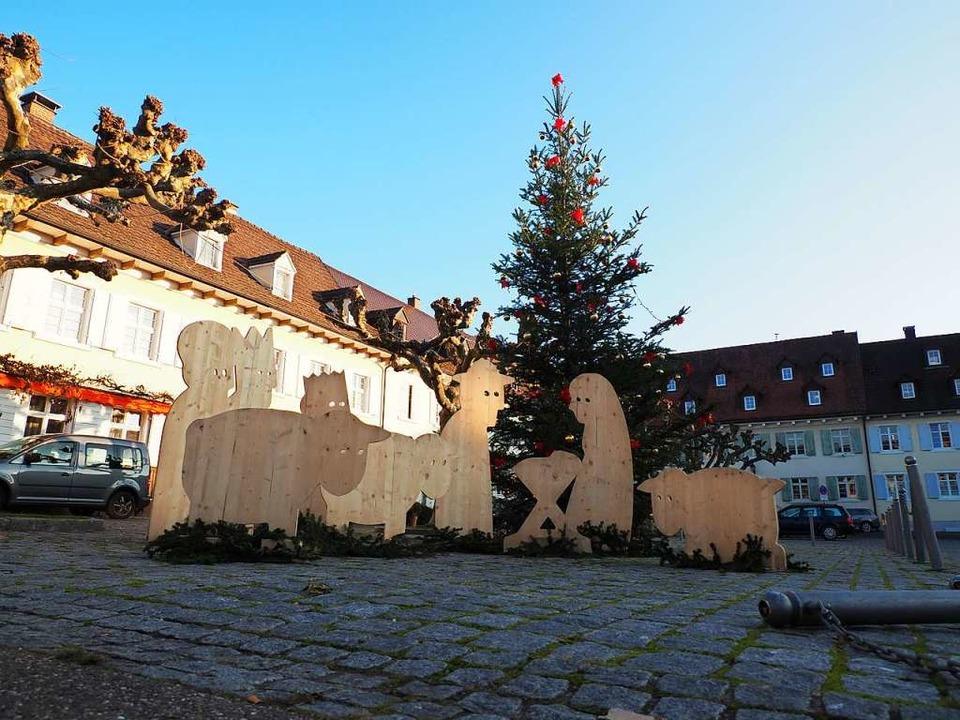 Neben den bekannten Sternen und Kerzen... große Holzfiguren adventliches Flair.  | Foto: Herbert Frey