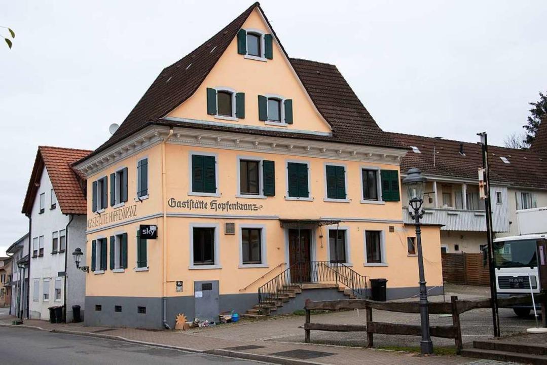 Dem ehemaligen Gasthaus Hopfenkranz dr...er Müllheimer Unterstadt verschwinden.  | Foto: Volker Münch