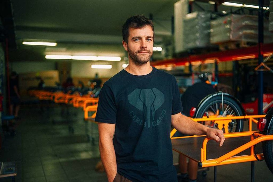 Markus Bergmann in der Produktionshalle des Unternehmens in Bombach.    Foto: Christof Kreutzer