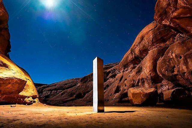 Eine Stele in der Wüste Utahs sorgt für großes Rätselraten