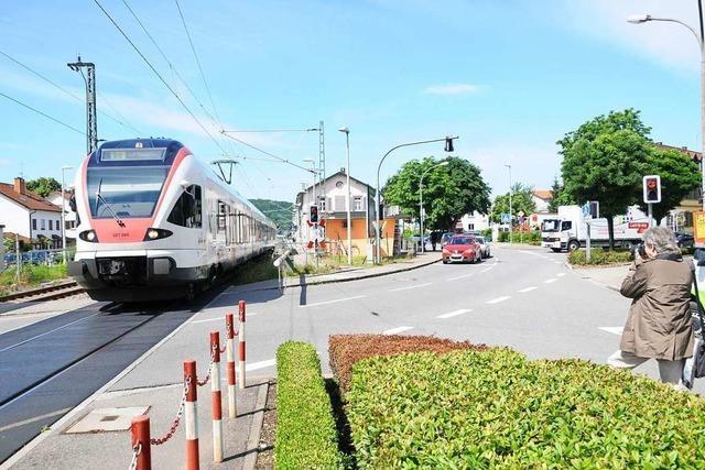 Klaus Schwald glaubt nicht an schnelle Lösung beim Bahnübergang Steinen