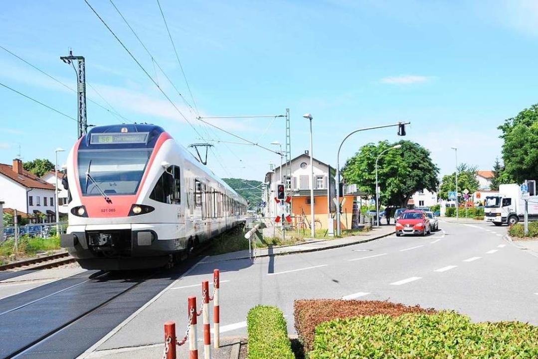 Gefährlicher Treffpunkt: Der Bahnübergang in Steinen.  | Foto: Robert Bergmann