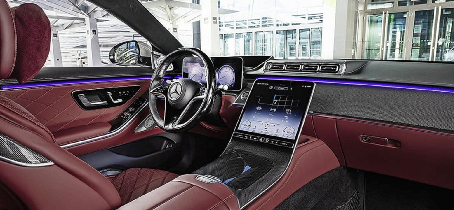 Nobles Interieur mit großem Monitor  | Foto: Mercedes-Benz AG - Global Commun