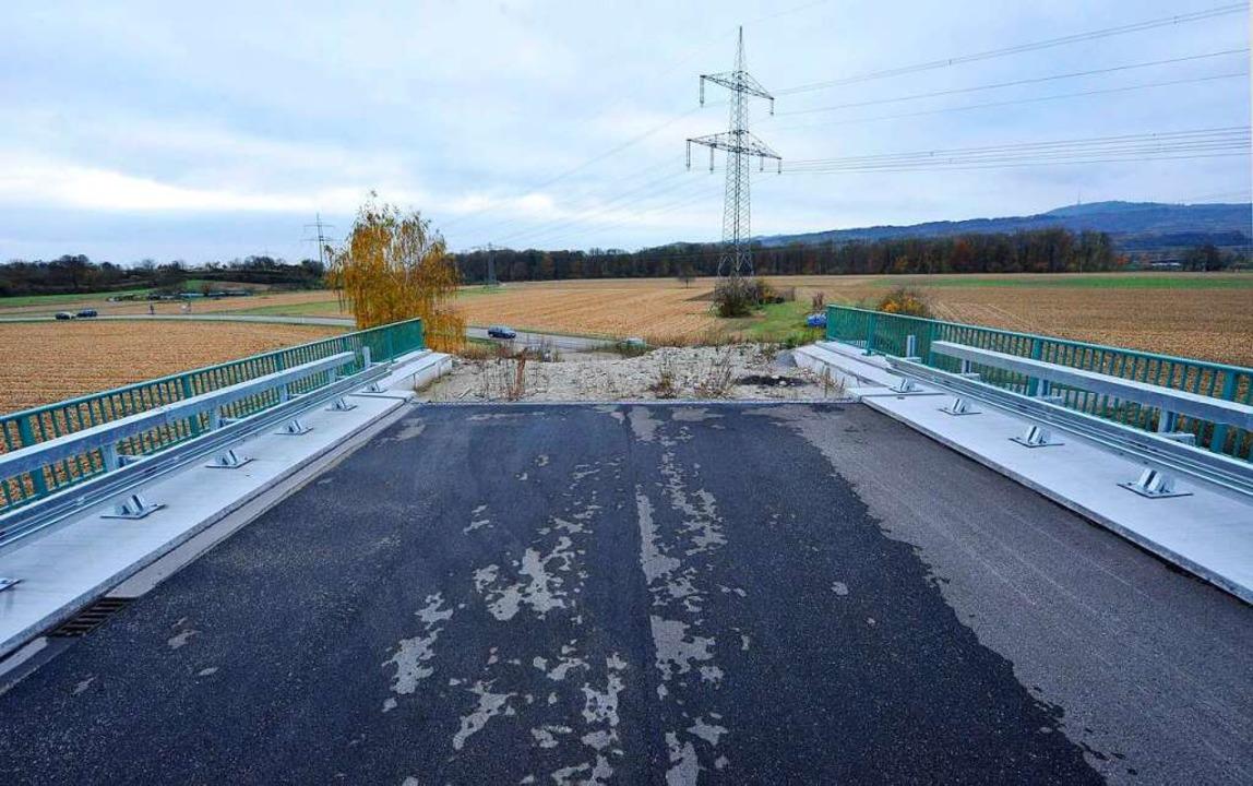 Mahnmal einer gescheiterten Verkehrspo... ohne Anschluss bei Gottenheim. (2011)  | Foto: Michael Bamberger