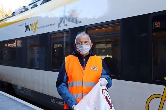 Gunther Ellwanger hält ehrenamtlich den Hinterzartener Bahnhof in Schuss