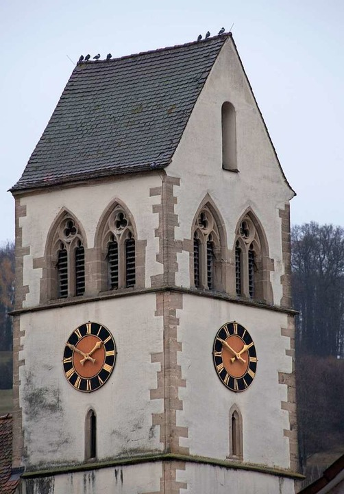 Im Britzinger Kirchturm schweigen nach...uss auf seinen eigenen Wecker schauen.    Foto: Volker Münch