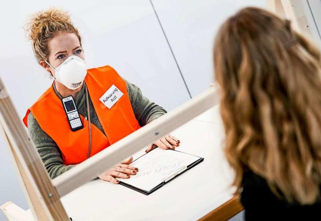 Vor dem Impfen sollen Ärzte über Risiken aufklären (Symbolbild).    Foto: Axel Heimken (dpa)