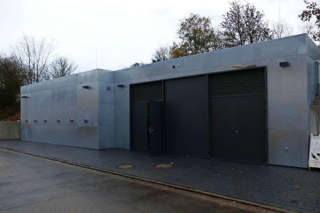 In diesem Gebäude befindet sich die neue Heizzentrale.  | Foto: Michael Sträter