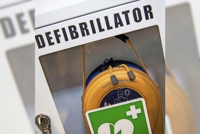 Geld für Defibrillator und Geflüchtete